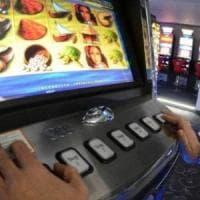 Gioco d'azzardo, M5S: in Campania solo nel 2016 bruciati oltre 10 miliardi