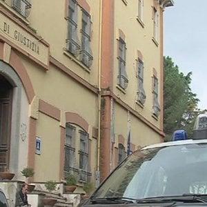 Spaccio di droga ed estorsione: tre persone in manette a Nocera Inferiore
