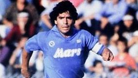 Pelè batte Maradona  all'asta delle maglie vintage
