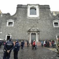 Chiesa del Gesù, cade un vetro dal finestrone centrale