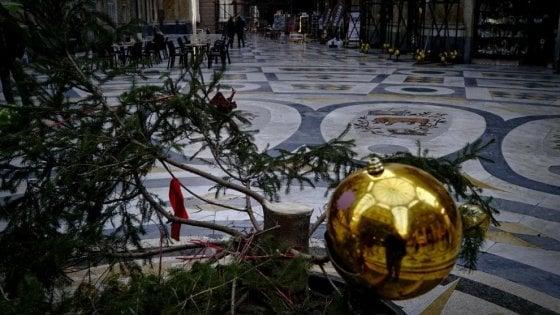 Rubato di nuovo l'albero di Natale nella Galleria Umberto