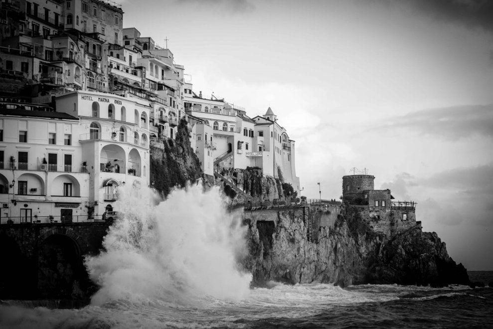 Cartoline da Amalfi, la magia del mare d'inverno