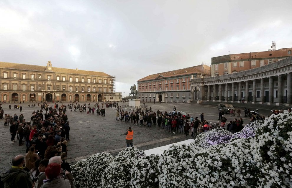 Nozze d'incanto a Napoli per l'ad di Frankie Morello: a cantare l'Ave Maria in chiesa c'è Bocelli