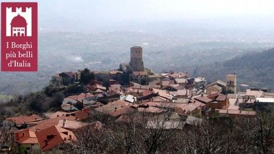 """Irpinia, al borgo di Summonte la consegna della bandiera de """"I borghi più belli d'Italia"""""""