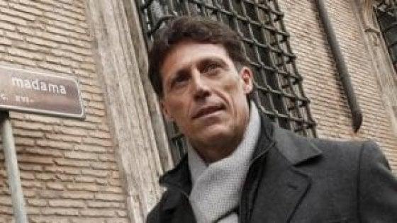 """Donna denuncia il sindaco di Portici Cuomo: """"Sesso per avere un lavoro"""". Lui: """"Calunnie"""""""