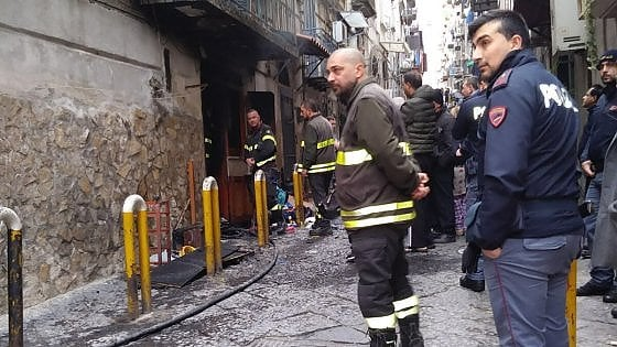 Incendio in un basso nel Rione Sanità, morta una donna