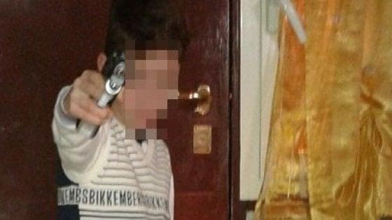 Napoli, grave il 15enne pestato da baby gang nella metro