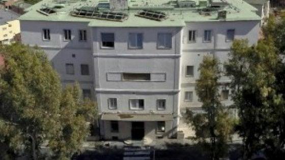 Falso allarme bomba in clinica a Napoli, pazienti in strada