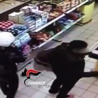 Pompei, 70 borseggi a clienti di negozi e supermercati: nella banda 5 donne