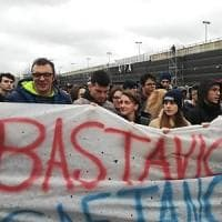 Cinquemila studenti a Scampia contro le baby gang: