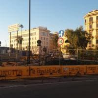 Scritte contro Repubblica e lo ius soli davanti al Consolato Usa a Napoli