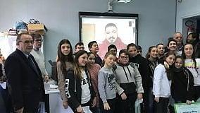 Gli studenti della scuola G. Massaia  a tu per tu con Rino Gattuso  per celebrare la vittoria del concorso Scrittori di classe
