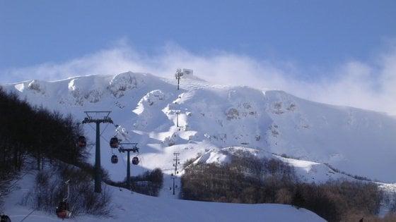 Roccaraso, una slavina travolge due sciatori campani in fuoripista: uno è grave