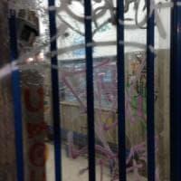 Circum, sassi sui vetri della biglietteria: sette ragazzi in commissariato