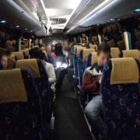 """La speranza viaggia sugli autobus: """"Partiamo per i concorsi al Nord"""""""