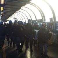 Protesta lavoratori, paralizzato trasporto pubblico a Napoli. Interviene la polizia
