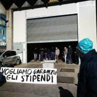 Napoli, città in tilt: fermi bus e metropolitana. Potesta degli addetti alla pulizia