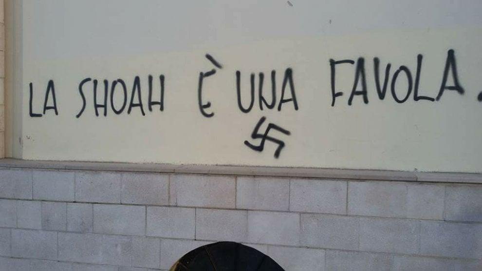 Potenza, scritte antisemite e neofascisti in piazza per ricordare le foibe