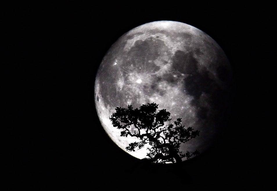 Amalfi, occhi sulla super luna: la foto è perfetta
