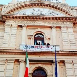 Erdogan a Roma, attivisti occupano la Camera di commercio di Napoli in segno di protesta