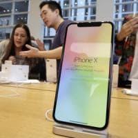 Sembravano iPhone X, ma in realtà erano smartphone Android: il nuovo