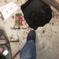 Polizia sventa una rapina in banca: colluttazione nei cunicoli con la banda del buco