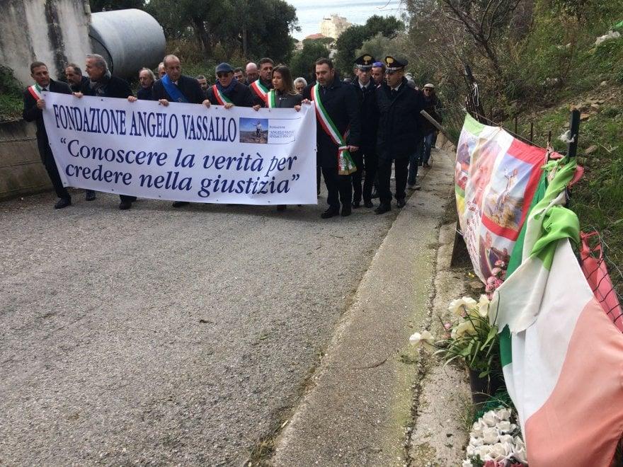 Oltre 500 persone in marcia ad Acciaroli per ricordare Angelo Vassallo