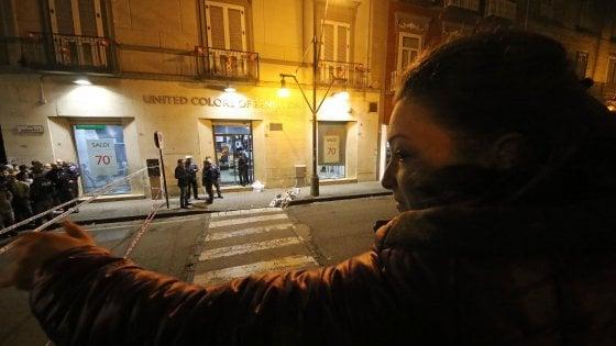 Rapinatore ucciso, il gioielliere era a casa quando s'è accorto del colpo: è sceso in strada e ha aperto il fuoco