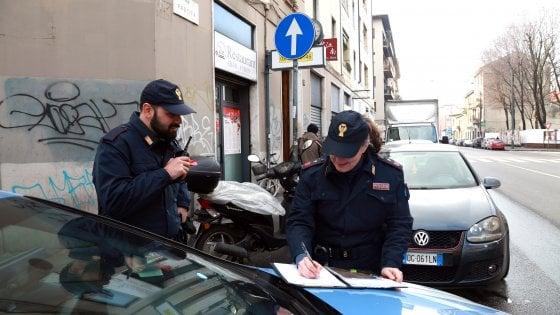Napoli, petardo contro bus tifosi Lazio, arrestato