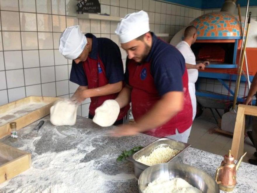 A scuola di pizza con il magistrato Maresca e don Merola