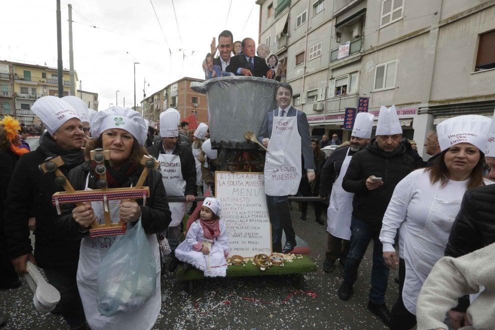 """Il Carnevale del Gridas invade Scampia. E i politici """"finiscono in pentola"""""""