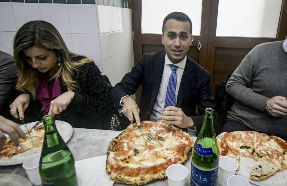 M5s, Di Maio a Napoli: incontro a teatro e pizza da Michele a Forcella