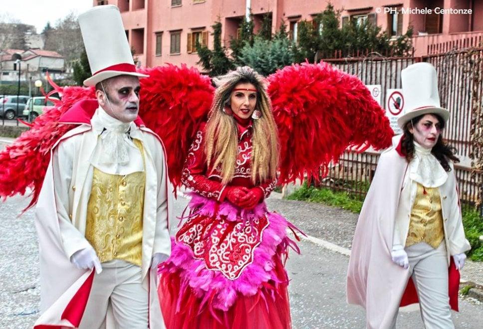 Potenza, al Carnevale di Melfi sfilano i carri dei cartapestai di Putignano