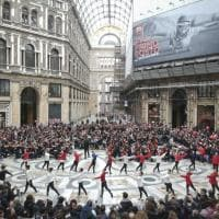 "Un flash mob da record in Galleria Umberto per  ""My Fair Lady"": 1500 studenti suonano e ballano"