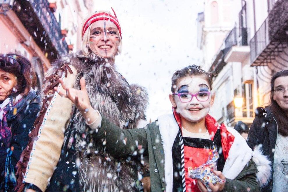 Forio, tra carri e musica i 100 anni del Carnevale di Monterone