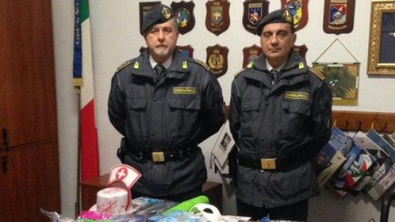 Sequestrati nel Napoletano 190 mila vestiti di Carnevale