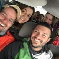 """Bufera di neve sul Vesuvio, i turisti ringraziano il barista che li ha ospitati: """"Giorno memorabile"""""""