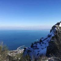 Ischia, arriva la neve: risveglio d'incanto con l'Epomeo imbiancato