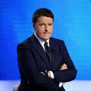 Elezioni, arriva Renzi nel caos del Pd. E a Capodimonte manifestazione con Emma Bonino