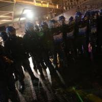 Protesta dei centri sociali contro Casapound. Scontri con la polizia vicino alla stazione...