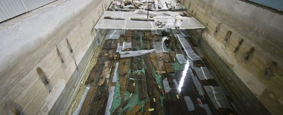 Ecco le navi romane del metrò di Napoli salvate in un metro d'acqua dolce