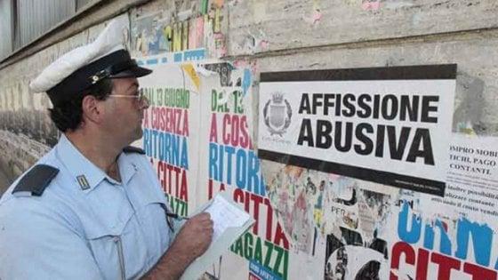 Elezioni del 4 marzo, ad Avellino lotta ai manifesti elettorali abusivi