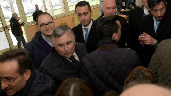 Elezioni Di Maio vota a Pomigliano e sale sul predellino