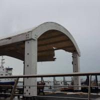 Procida, aliscafo di linea contro struttura pontile: nessun ferito