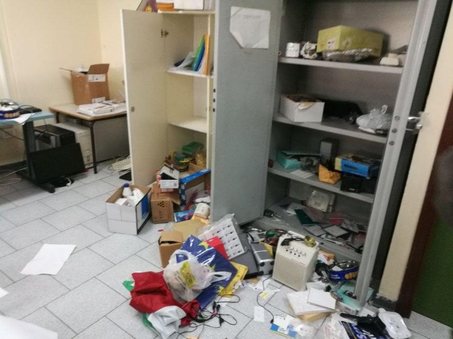 Napoli, furto in scuola a Ponticelli: rubati computer da aule e segreteria