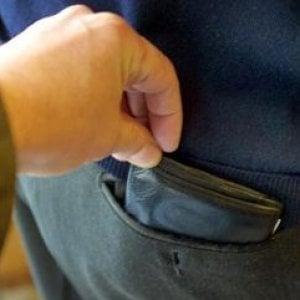 Sotto processo per furto, ruba portafogli davanti al giudice