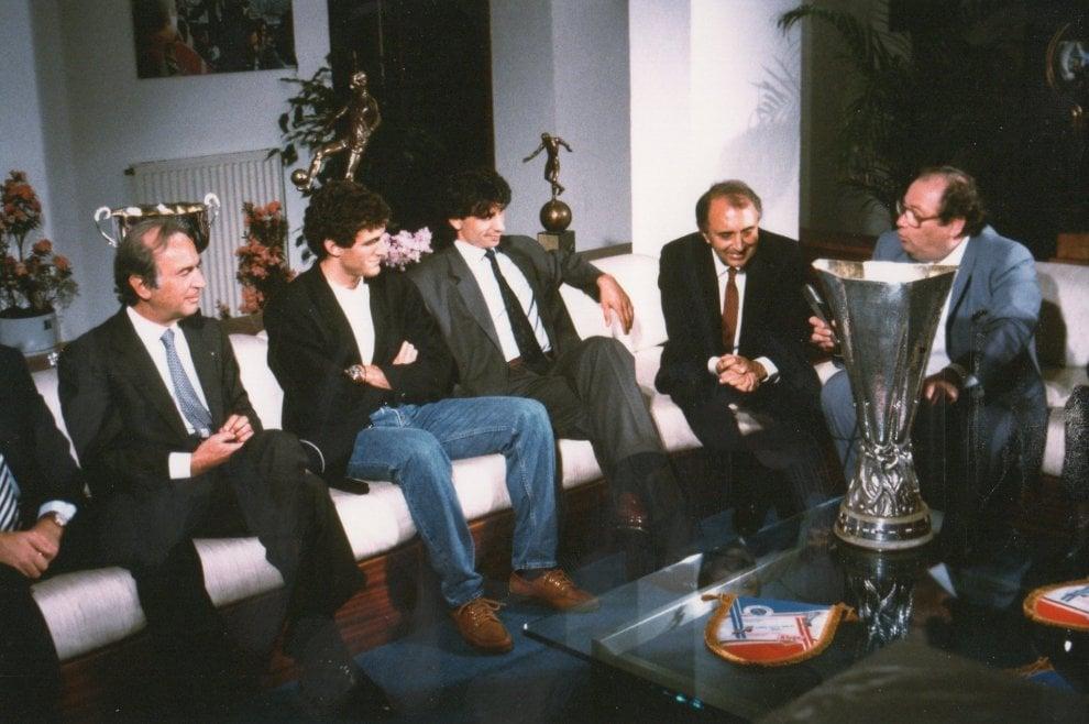 Morto Luigi Necco, le foto del giornalista con Maradona e il Napoli di Ferlaino