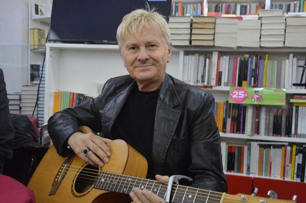 """Ron presenta il suo disco alla libreria Mooks: """"Ora vorrei incidere canzoni in napoletano"""""""