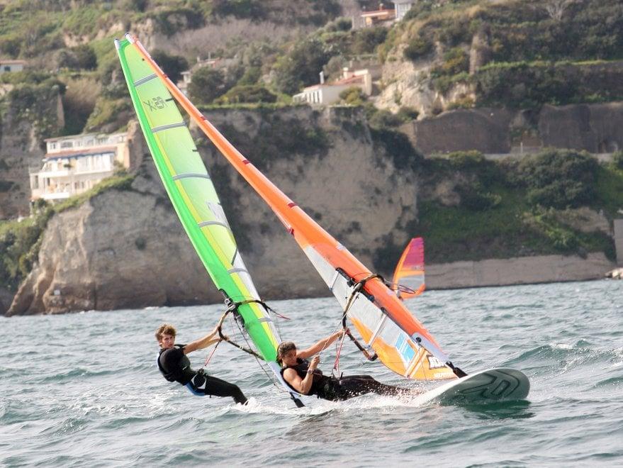 Nel golfo di Pozzuoli lo spettacolo del windsurf