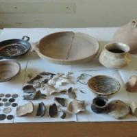 """Potenza, in casa con 87 reperti archeologici: arrestato """"tombarolo"""" di 66 anni"""